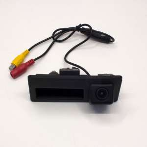 Штатная камера заднего вида в ручку VW Passat B8, Touran, Touareg, Tiguan, Golf Plus CCD LeTrun 2201